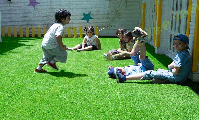 چمن مصنوعی در مهد کودک و استانداردهای مورد نیاز برای آن