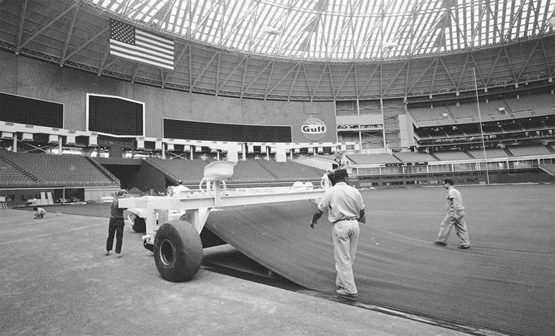 چمن مصنوعی در ورزشگاه