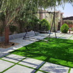 چمن مصنوعی در حیاط خانه در لواسان